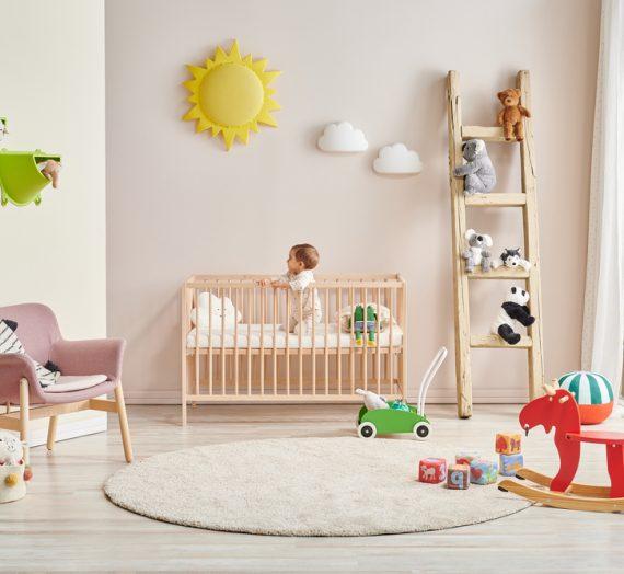 Kołyska czy łóżeczko – co wybrać dla dziecka?