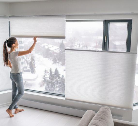 Praktyczne i modne przesłony okienne – plisy