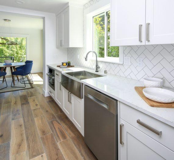 Panele czy płytki do kuchni – co sprawdzi się lepiej?