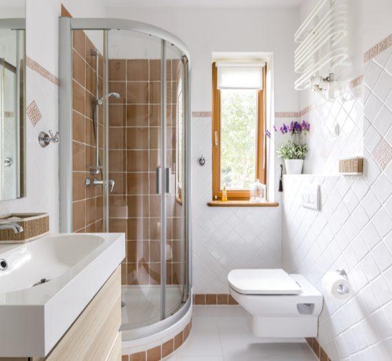 Jak osiągnąć wysoki komfort i atrakcyjny design w małej łazience?